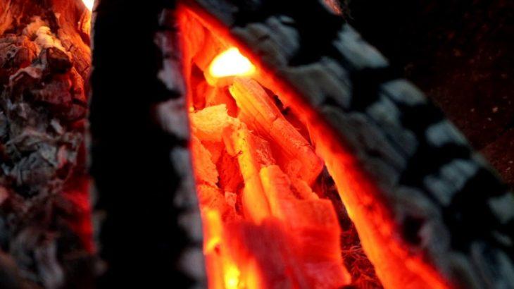 【睡眠用】約10分間 焚火を映しただけの動画~熊本人吉の清流の音とともに~